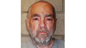 Le meurtrier Charles Manson, emprisonné depuis plus de quarante ans pour une série de crimes.