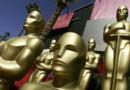 Les statuettes des Oscars devant le Kodak Theater où a lieu la cérémonie