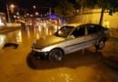 Une voiture abandonnée la nuit dernière dans une rue de Nice
