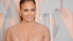 Jennifer Lopez sur le tapis rouge des Oscars le 22 février 2015