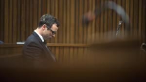 Oscar Pistorius lors des réquisitoires du procureur au cours de son procès pour meurtre, le 7 août 2014 à Pretoria.