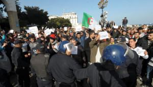 A Alger, entre 2000 et 3000 personnes ont manifesté contre Charlie Hebdo, le 16 janvier 2015.