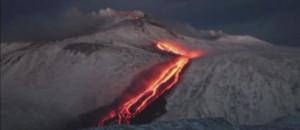 Le volcan Etna en éruption, dimanche 26 janvier 2014.