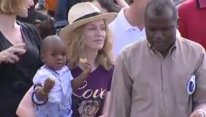 TF1/LCI : Madonna au Malawi avec le petit David Banda (19 avril 2007)