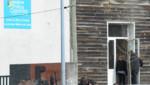 Entrée du lycée professionnel de Surgères, 12/2/12, au lendemain de la mort de plusieurs élèves dans un accident de car