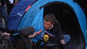 Le maire de Sevran, Stéphane Gatignon en grève de la faim devant l'Assemblée nationale.