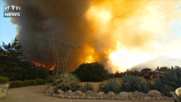Au cœur du brasier : l'incendie géant en Californie poursuit sa course