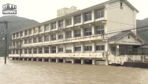 Japon : l'ouest frappé par un puissant typhon, des vents de 126 km/h