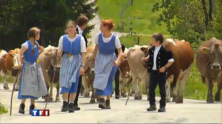 ஆல்ப்ஸ் தென்றலில்...சுவிஸ்ஸர்லாந் சுற்றிப்பார்க்க வாறிங்களா?-3 Alpages-suisses-le-rituel-de-la-montee-en-alpage-10468278rslvr