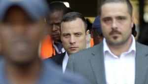 Oscar Pistorius à la sortie du tribunal de Pretoria, le 11 avril 2014.