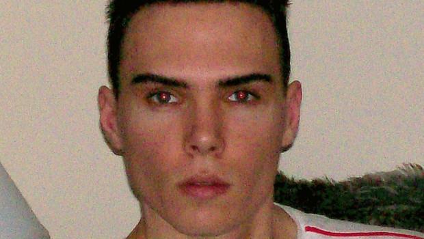 """Photo obtenue par la police de Montréal de Luka Rocco Magnotta, surnommé le """"dépeceur de Montréal""""."""