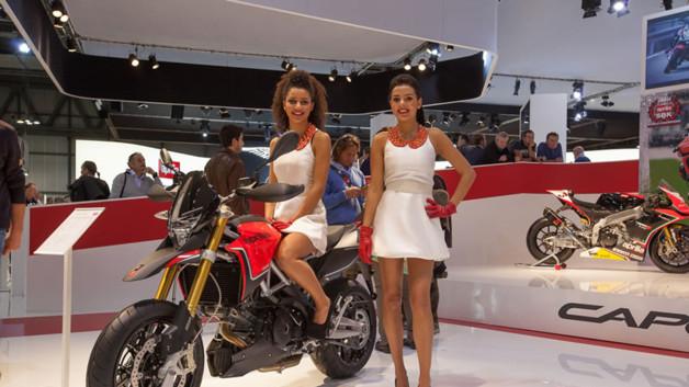 Photos automoto les h tesses du salon moto de milan 2012 for Salon de milan