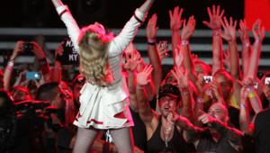 """Madonna lors d'un concert de sa tournée """"MDNA"""" au Yankee Stadium de New York (6 septembre 2012)"""