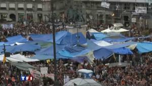"""Désormais """"illégaux"""", les jeunes manifestants résistent à Madrid"""