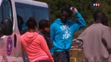 Le 20 heures du 30 juillet 2015 : Ruée des migrants vers l'Eurotunnel : quelles sont les solutions à long terme ? - 633