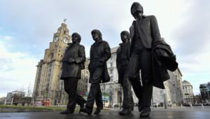 Une statue des Beatles – Paul McCartney, George Harrison, Ringo Starr et John Lennon – a été inaugurée ce vendredi à Liverpool, ville d'origine des Fab Four.
