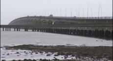Le 13 heures du 17 décembre 2014 : Le pont de l'île d'Oléron de nouveau payant ? - 823.0128507995605