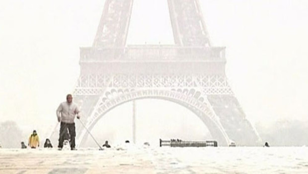 http://s.tf1.fr/mmdia/i/28/8/neige-intemperies-verglas-froid-paris-2748288slhvg_1713.jpg?v=2