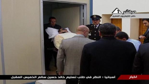 Hosni Moubarak arrive à son procès, le 17/1/12