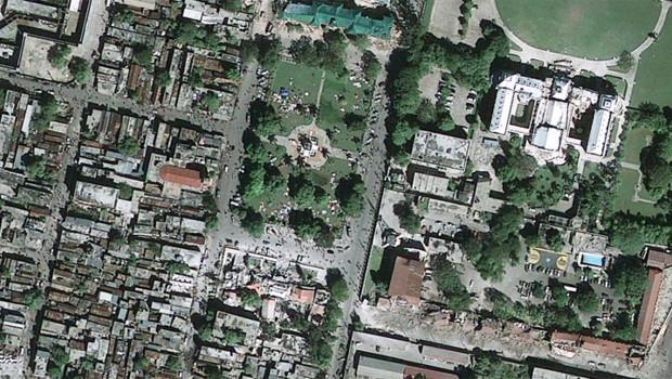 Vue satellite de Port-au-Prince après le séisme, diffusée par GeoEye/Google