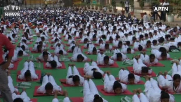 Des milliers d'Indiens rassemblés à New Delhi pour la journée internationale du yoga