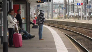 """Le 20 heures du 17 juin 2014 : Gr� �a SNCF : les voyageurs font la """"gr� du billet"""" - 274.5246795043945"""