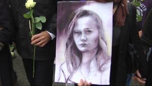 Portait d'Agnès, collégienne de 14 ans, lors de la Marche Blanche. (20/11/2011)