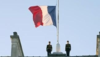 drapeau-francais-en-berne-2022293_1902.j