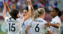 L'équipe de France féminine lors d'un match de qualification pour le Mondial 2015 face à l'Autriche. (09/04/2014)
