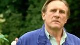 Gérard Depardieu parodie en vidéo l'affaire du pipi dans l'avion !