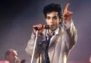 Le chanteur Prince sur scène en 2003