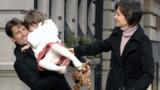 Suri : à N.Y. avec Katie Holmes ou à L.A. avec Tom Cruise?