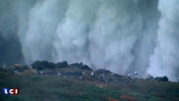 Des randonneurs bloqués par le volcan Ontake en éruption dans le centre du Japon le 27 septembre 2014