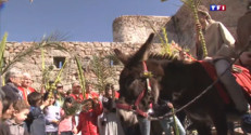 Le 13 heures du 30 mars 2015 : En Corse, la tradition des rameaux est toujours respectée - 2157.5910000000003