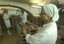 Le 13 heures du 30 mars 2015 : Couvent et abbayes (1/5) : à Echourgnac, les sœurs fabriquent du fromage et des friandises - 2262.864
