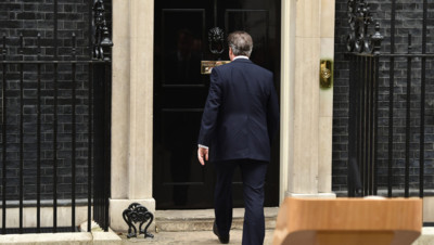 David Cameron rentre au 10, Downing Street, le 30/3/15