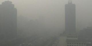 Pollution : Pékin proclame l'alerte la plus élevée, les habitants appelés à rester chez eux