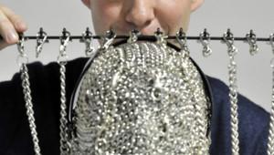 Le créateur de mode belge Christophe Coppens posant avec une de ses créations (12/12/2010)