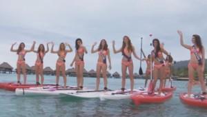 Les 31 candidates à l'élection Miss France profitent de leur voyage à Tahiti. Sable blanc et eaux turquoises, les prétendantes au titre ont l'occasion de tester le paddle.