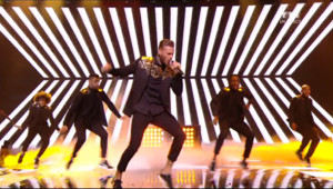 "M Pokora interprète en direct ""On Danse"" NRJ Music Awards 2014"