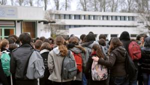 Une cellule de soutien psychologique a été mise en place au lycée Marguerite-de-Navarre à Bourges, devant lequel un élève de 17 ans a été mortellement poignardé mardi par un autre lycéen.