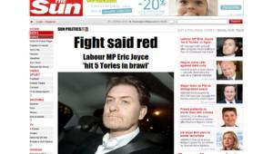 """Le député travailliste Eric Joyce fait la une du journal """"The Sun"""", il a été inculpé après avoir agressé deux députés le 22.02.2012, alors qu'il était ivre."""
