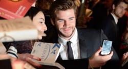 """Liam Hemsworth lors de la première de """"Hunger Games, l'embrasement"""" à Paris, le 15 novembre 2013."""
