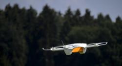 En juillet 2015, la Poste suisse teste la livraison de colis par drones.