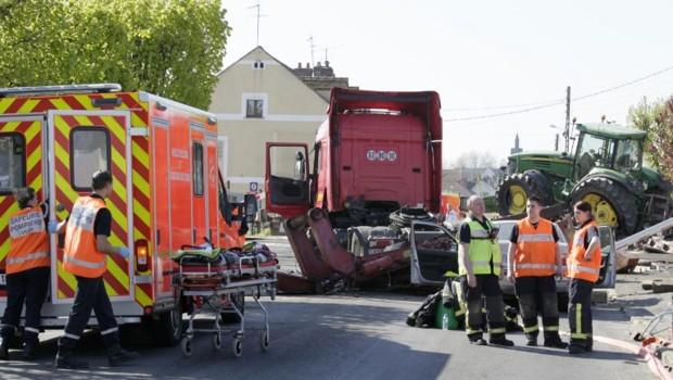 Nangis accident train collision