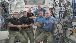 L'équipe à bord de l'ISS avant le départ de trois astronautes et cosmonautes, le 10 septembre 2014.