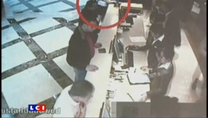 Assassinat d'un cadre du Hamas à Dubaï : les images de vidéosurveillance diffusée par la police.