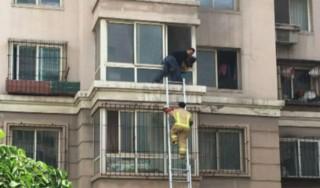 Chine : un homme escalade la façade d'un immeuble pour sauver deux enfants d'un incendie