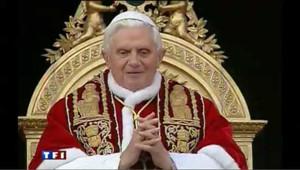 Réactions place Saint-Pierre après l'agression du pape