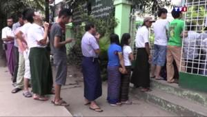 """Élections en Birmanie : Aung San Suu Kyi, symbole de """"liberté"""" pour le peuple"""